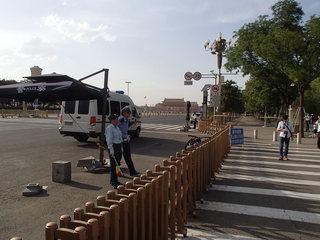 P6070054天安門広場封鎖中.JPG